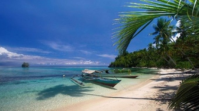 Pantai Tomini bay