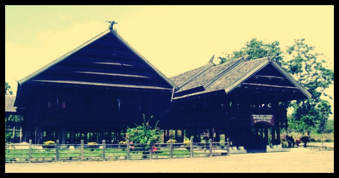 Rumah Adat Suku Mandar