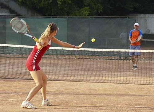 permainan-tenis-lapangan